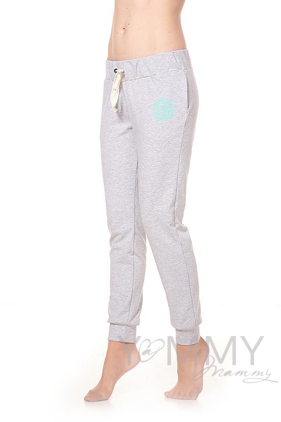 Универсальные спортивные брюки из футера с принтом серый меланж для беременных